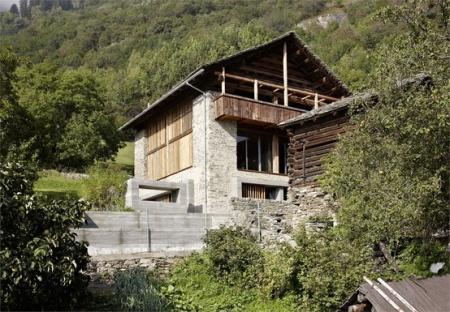 Ruinelli Associati Architetti, Redevelopment of a barn, Soglio, 2009